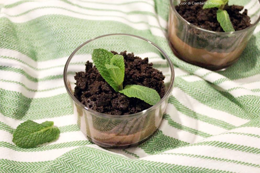 Mousse Vegan al cioccolato e crumble al cacao e sale Maldon