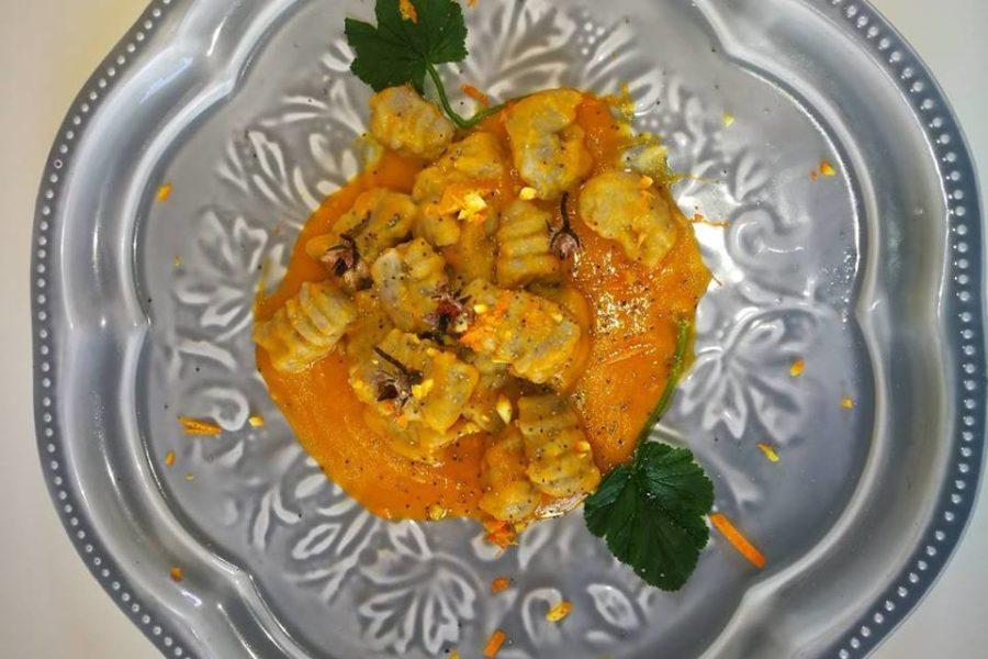 Gnocchi di patata viola con crema di zucca, zenzero estratto e Zest di arancio